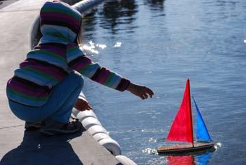 toy model sailboat 7